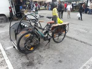 Kona Ute e Nihola Big parcheggiati al mercato di Crespano